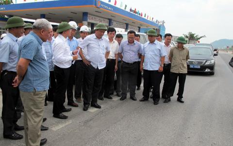 Bộ trưởng Thăng, đường lún, không đổ lỗi, xe quá tải, nắng nóng