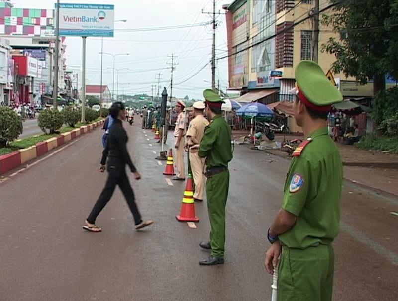 xe khách, đâm chết 3 người, đêm vắng, bỏ chạy, Bình Phước