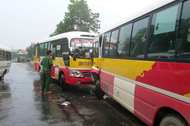 xe buýt, đấu đầu, hành khách, hoảng loạn, Hà Tĩnh